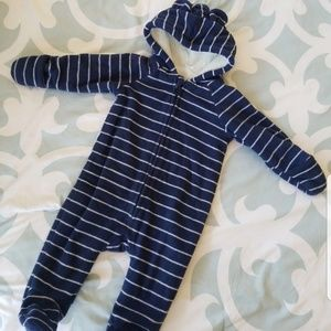 Old Navy hooded bunting size 6-12 months